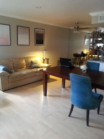 One bedroom w/ queen sized bed - Las Vegas - Apartment