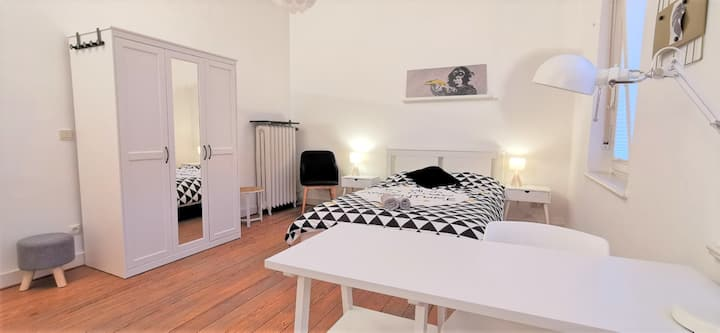 R2- Nice double room in a heritage house in Beuel