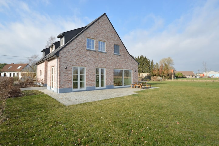 Soothing Holiday Home in Sint Amands with Recreation Room