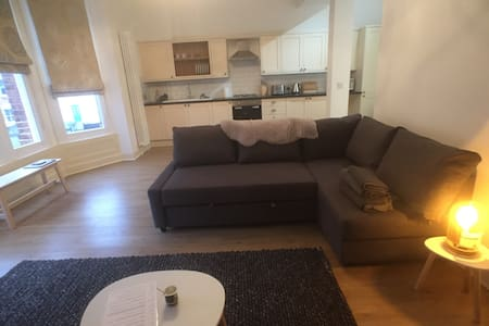 Contemporary Apartment near Gloucester Quays/Docks