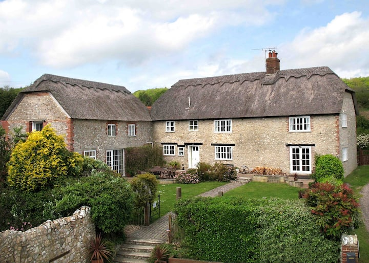 *Large Modernised 15th Century Farmhouse, 2m Charmouth, 4m Lyme Regis*