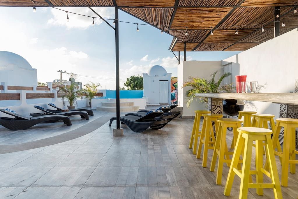 Rooftop lounge with shallow pool (only 40cm deep), wifi, meet friends, play games