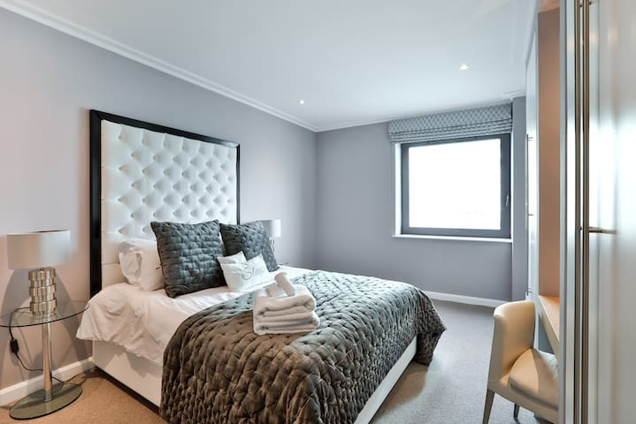 3 Bed | Luxury Canary Wharf Apartment | 01E
