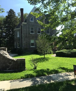 Renovated apt. in an historic house - Haverford - Apartment