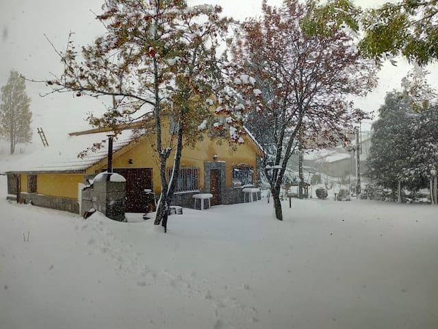 Casa junto a la estación de esquí San Isidro.