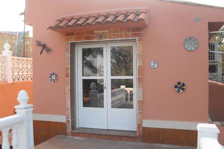 STUDIO COTE JARDIN + PISCINE Casa Martinez Montroy - Montroi - Ev