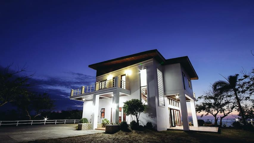 Stunning beach house near Vigan