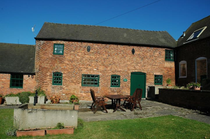 Woodcock Barn - Holiday Cottage - Fenny Bentley - House