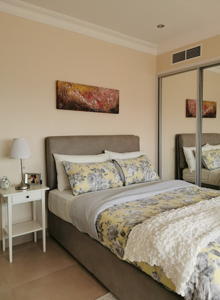 Cozy Two- Bedroom Apartment in the Hub of Manama!