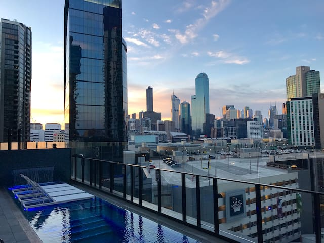 2BD Luxury Apt nearby Crown Casino WIFI GYM POOL