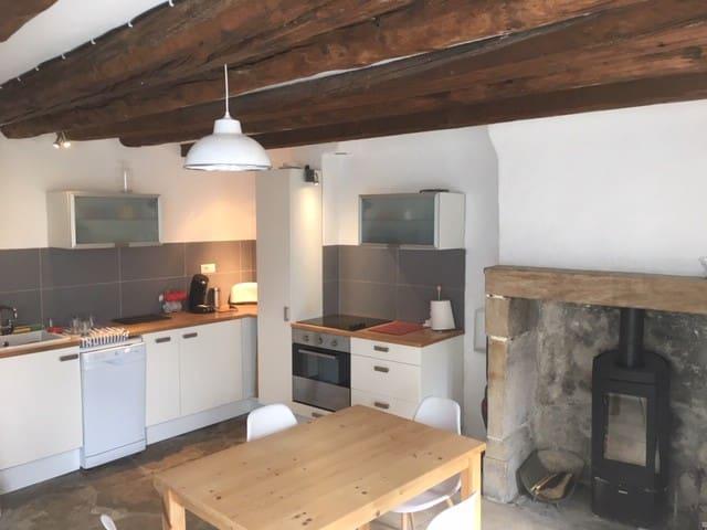 Champeix, petite maison de bourg - 4 personnes