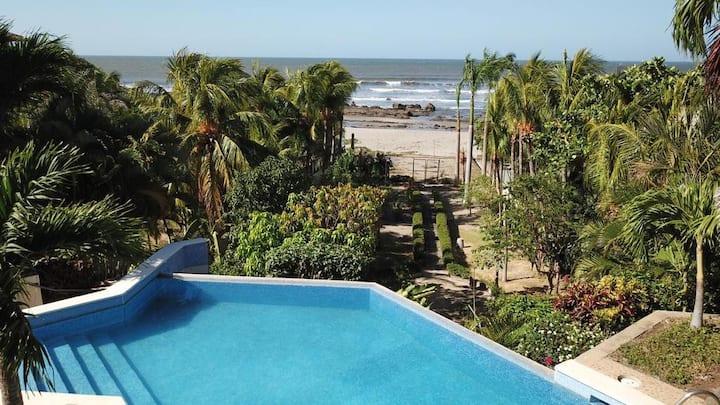 """Pochomil Viejo""  Beachfront 6 BR infinity pool"