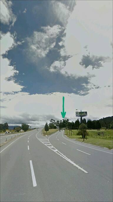 Variante hacia la derecha, para tomar bajo el puente en el área de La Caro.