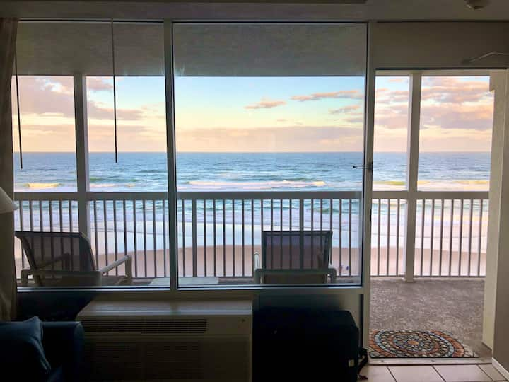 OCEANFRONT, New King Bed, Free WIFI, Secure Garage