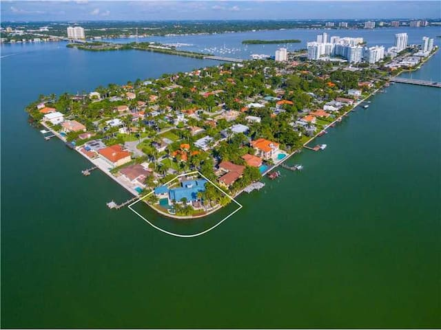 4BR/4.5BT Mansion 15 Min to SoBe (Legal ST Rental) - North Bay Village - House
