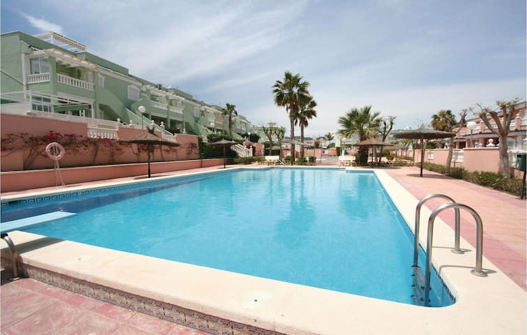 Terraced house with 3 bedrooms on 70m² in Santa Pola