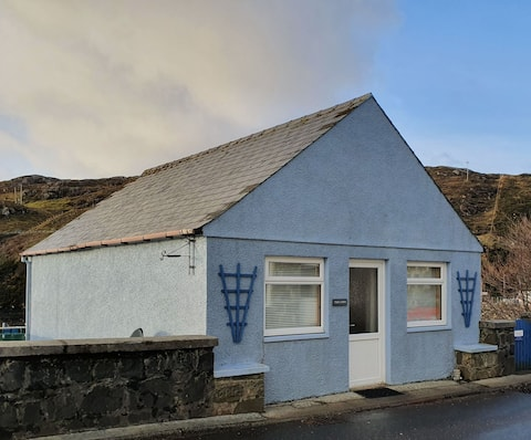 Unique Tarbert cottage with a marina view