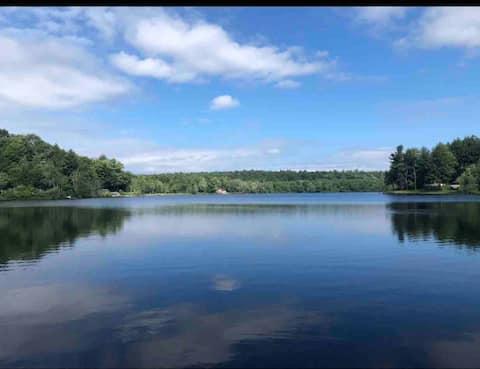 Lakeside Cottage Retreat. Close to Saratoga, SPAC
