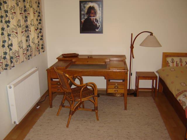 Ruhiges Zimmer auf dem Tübinger Herrlesberg