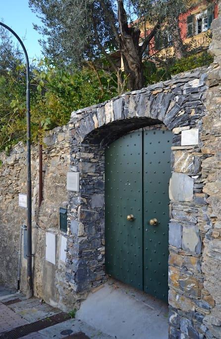 Entrance from Via alla Chiesa