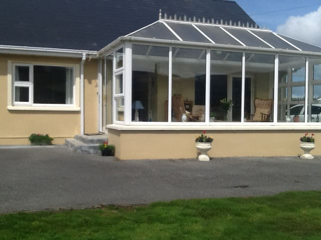 Comfortable, Convenient Ring of Kerry Accom Room 3 - Waterville - Wohnung