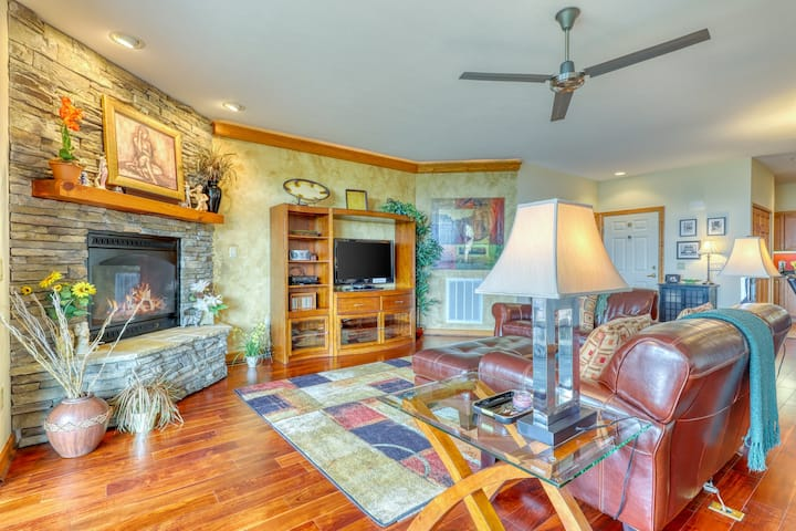 End unit condo w/ direct access to Beech Mountain ski slope