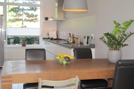 Comfortable family house with garden - Vianen - Talo