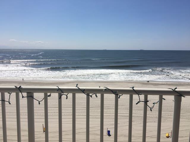 Ocean View! 2 bedroom apartment w/terrace!!! 2ba!!