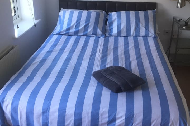 London,Vauxhall Zone One Double Room in Home.