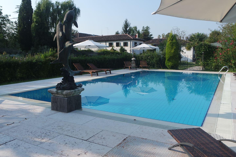 Vista dell' appartamento dalla piscina