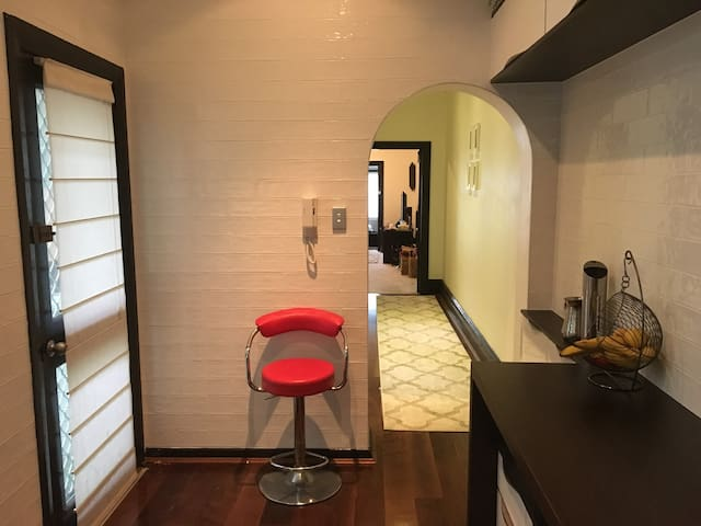 Kensington Courtyard Pad  w/ Convenience - Kensington - Apartment