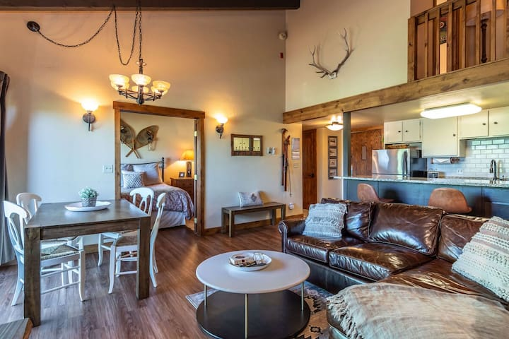 Cozy Condo w/ Everything You Need | Hot Tub w/ Views | On Slopes
