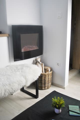 A warm fireplace ensures a romantic and cozy atmosphere.