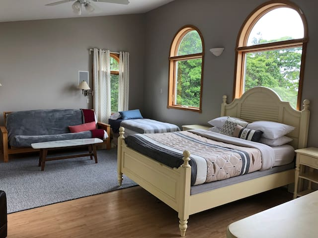VIP Master Suite - Fire Island Pines (Sleeps 2- 6)