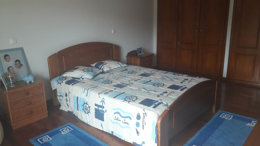 quarto privado 18 km de fatima ou casa inteira - Fátima - บ้าน