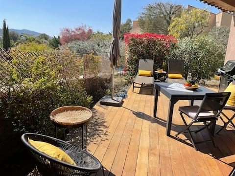 Charming T2, beautiful terrace in La Cadiere (8km Sea)