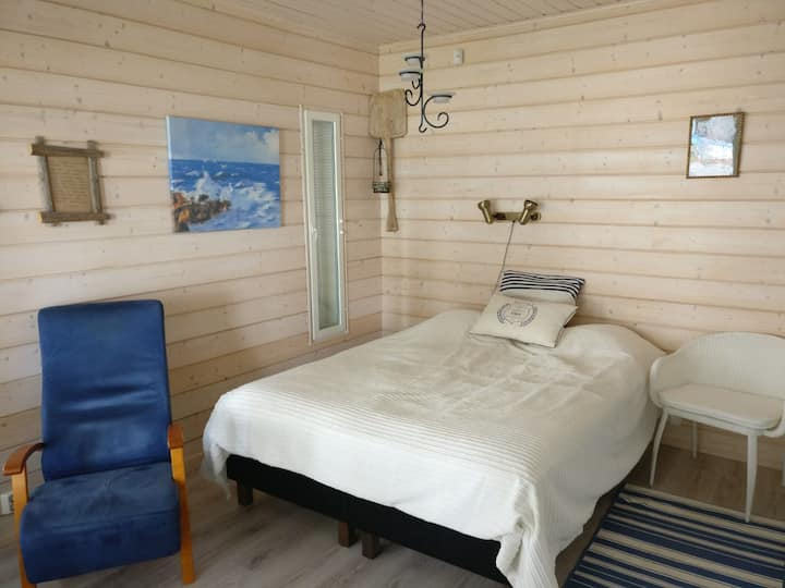 Bedroom and sauna cabin