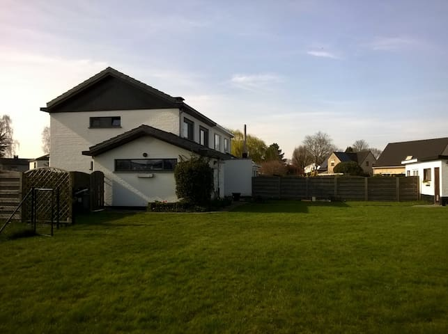 Rustig gelegen net buiten Turnhout - Turnhout - Casa