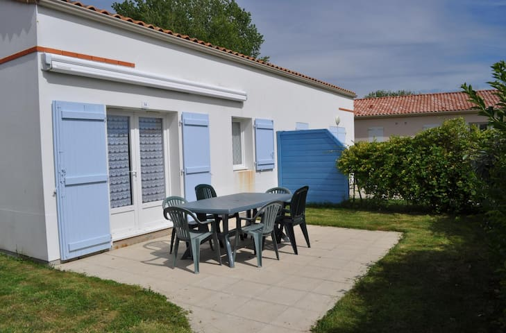 Agréable Maison de Vacances - MAIS 017 - La Faute-sur-Mer