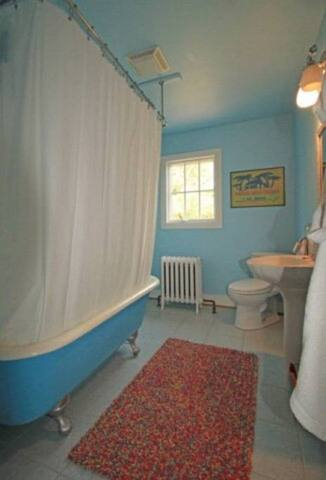Beautiful Claw Tub Bathroom in Room (private bathroom)