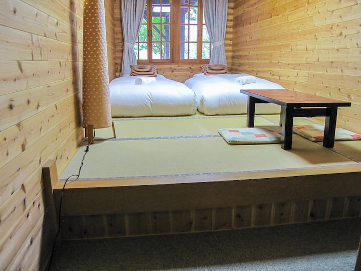 Kizuna Lodge: Twin room with shared bathroom