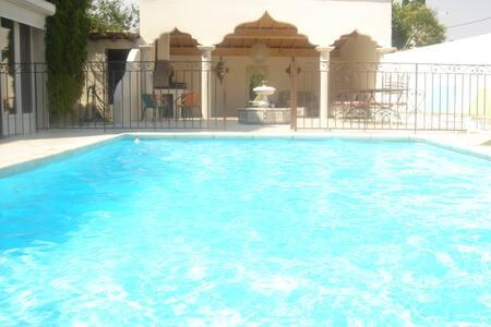Près d'Arles, un Riad en Camargue - Fourques - Villa