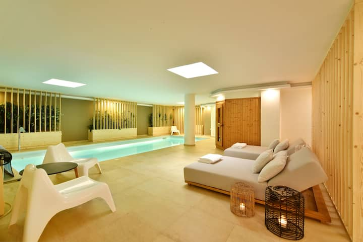 Aqua Villa with indoor spa in Athens Riviera