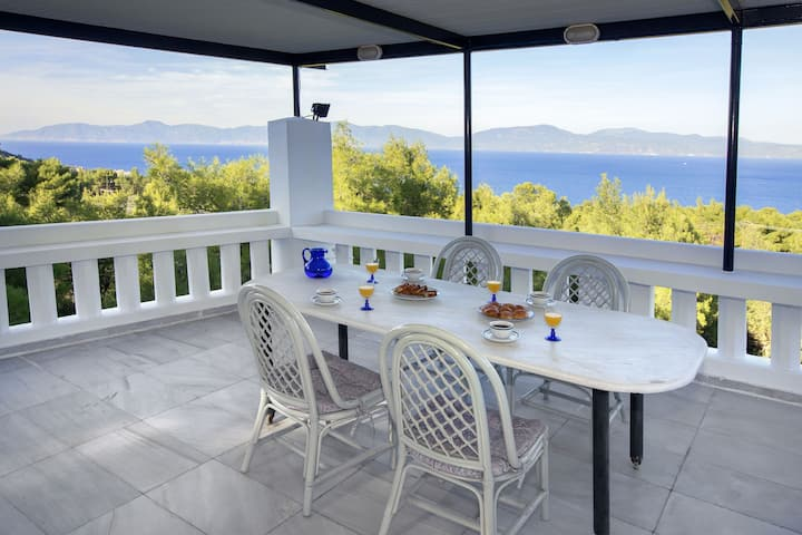 Villa Dream View in Theologos by GHH