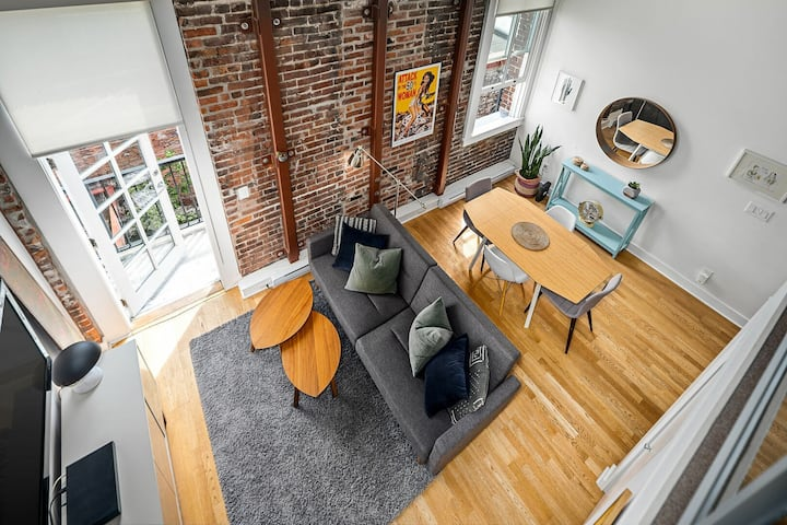 Distinct Heritage loft in the heart of Olde Town Victoria!