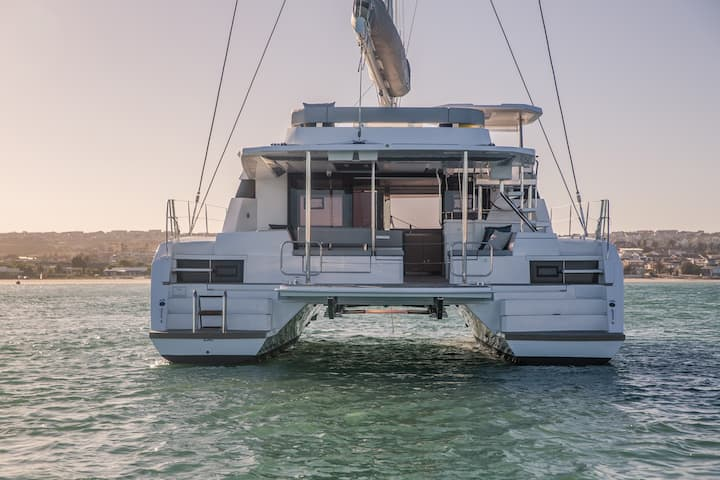 About Us : luxury catamaran in San Blas