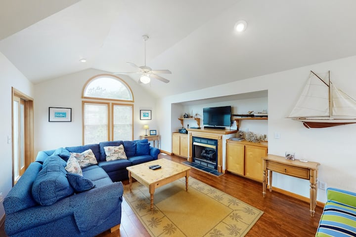 Oceanside Home In Corolla w/ Private Pool, Hot Tub & Rec Room