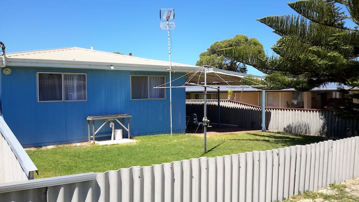 Cosy Cottage inconic Lancelin beach cottage.