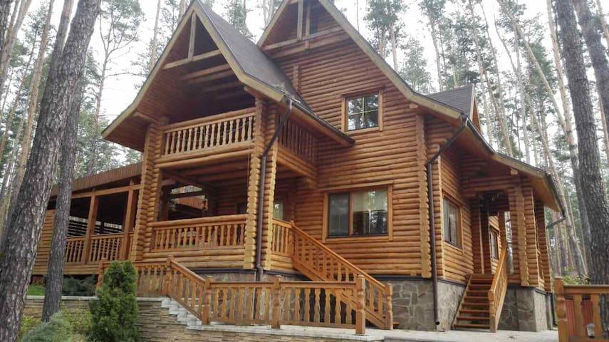 Загородный Дом в сосновом лесу.
