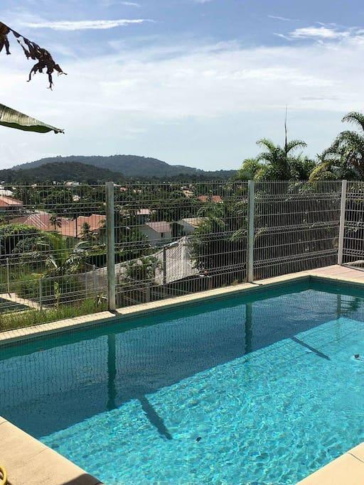 villa avec piscine en hauteur d 39 une rue calme houses for rent in remire montjoly cayenne. Black Bedroom Furniture Sets. Home Design Ideas